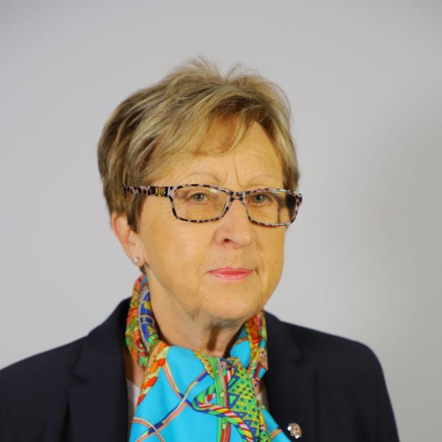 Mme Dominique NICOLAS VIOT